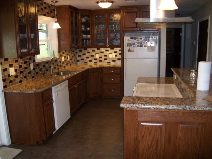 glass mosaic tile on kitchen backsplash
