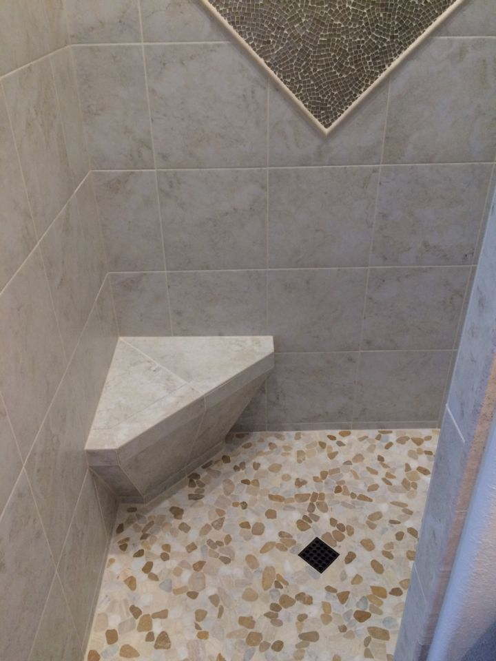 Entrance to shower with corner seat