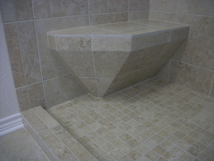 Short tile seat to accomodate shower curtain