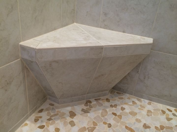 Corner tile seat with sloping base