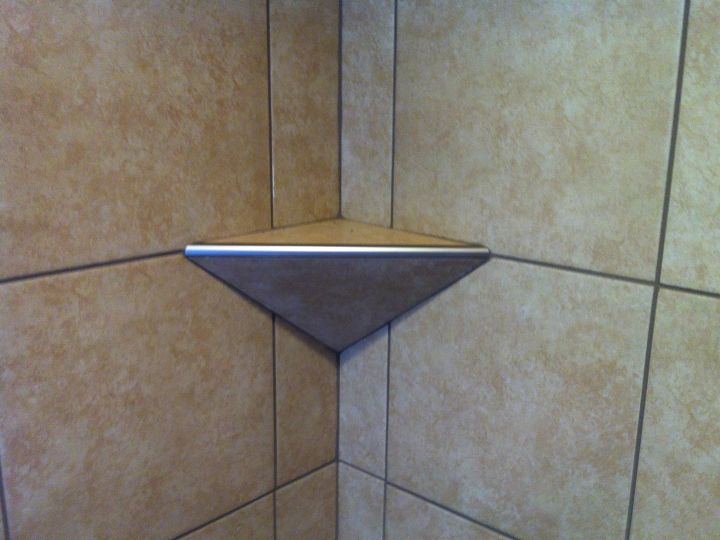 Tile corner shelf with angled base