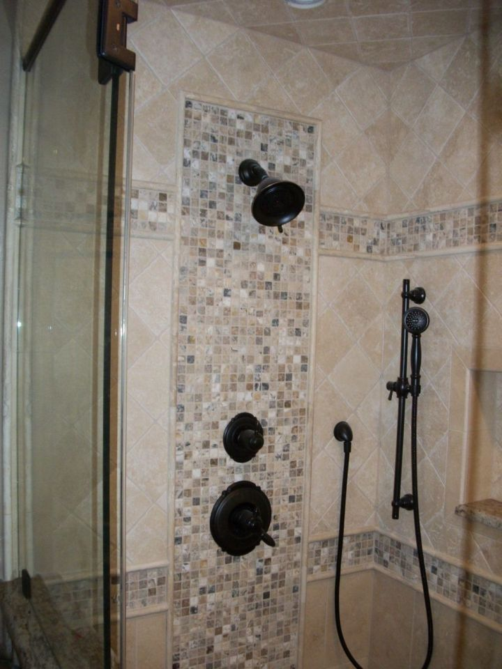 onyx mosaic pattern on valve wall with double mosaic band